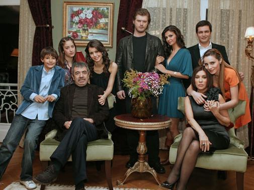 İRANLILAR ÇANAK ANTENLERİNİ GİZLEYİP TÜRK DİZİSİ İZLİYOR Son dönemde Türk dizileri Balkan ve Ortadoğu ülkelerinde de gözde. Ancak İran'da başta Aşk-ı Memnu olmak üzere Türk dizilerinin izlenmesi pek hoş karşılanmıyor.