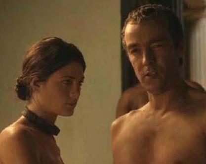 ROMALILAR BÖYLE MİYDİ Önce ABD'de yayınlanan sonra da dünyanın çeşitli ülkelerinde ekrana gelen Spartacus: Blood and Sand adlı dizi cüretkar sevişme ve grup seks sahneleriyle tartışma yarattı