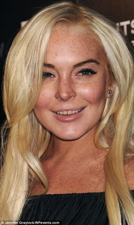 Lindsay Lohan gazetecilere çürümüş, sararmış ve kırılmış dişleriyle poz verince, ortaya bir çok farklı iddia atıldı.