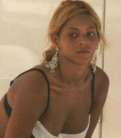 Beyonce'nin normal hali sahnedekinden çok farklı.