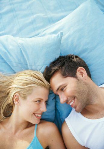 İdeal Ortam Oluşturulmalı  Keyifli ve haz dolu bir cinsellik için ideal ortamı oluşturmak çok önemlidir. Sevişmek için çiftin rahatsız edilmeyeceği, rahat olacağı, ısının, ışığın yeterli olduğu bir ortam gereklidir. Tabi ki ortam çiftin özel istek ve beğenilerine göre de düzenlenebilir. Tatlı konuşmalar, yumuşak yastıklar, dinlendirici bir müzik çiftlerin cinsel enerjisini artıracak ideal bir ortamdır.