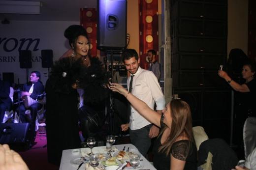 Bülent Ersoy, önceki gece Kavacık'taki Aşşrom Restoran'da sahneye çıktı.