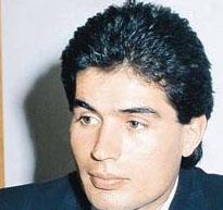 RABBİM TOZUMU ALDI BEYAZ OLDUM 1980'li yılların bebek yüzlü yakışıklılarından biriydi Yaşar Alptekin.