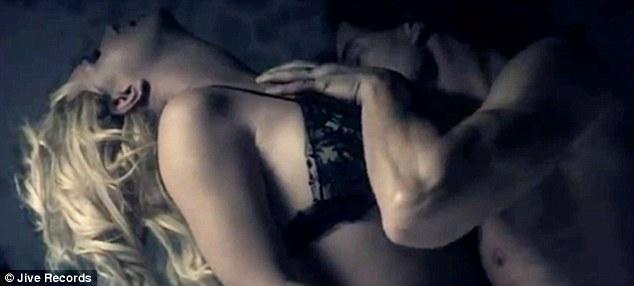 Britney Spears ve sevjilisi Jason Trawick, Britney'in yeni klibi için kamera karşısına geçti.