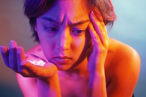 Antidepresan kullanımı  Ülkemizde yapılan bir çalışmada; regl öncesi dönemde olumsuz ruhsal belirtilerin daha sık ortaya çıktığı ve bunların şiddetinin, regl sonrasına göre daha yüksek olduğu saptandı. Regl öncesinden başlanarak kullanılan antidepresan ilaçlar bu sürece olumlu etki yapabiliyor.
