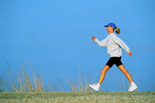 Açık havada yürüyüş yapın  Stres yaratacak ortamlardan uzak durulmalı, çeşitli egzersizler ve gevşeme teknikleri kullanmalı. Rahat kıyafetler ve müzik eşliğinde açık hava yürüyüşleri yapılabilir. Nefes egzersizleri ve meditasyon da öneriliyor.