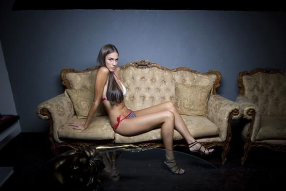 Aralık ayında yapılacak Kainat Güzelik Yarışması'nda İsrail'i temsil edecek olan Hayfalı model, bikinili kapak pozunu pek çok kişinin 'Arap bikini devrimi' olarak nitelendirdiğini söylüyor.