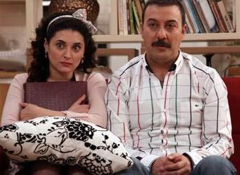 Yahşi Cazibe'nin Cazibe'si Aslıhan Gürbüz 1982 doğumlu.