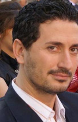 Yeşilçay'ın Sensiz Olmaz'daki rol arkadaşı Murat Han ise 1975 doğumlu.
