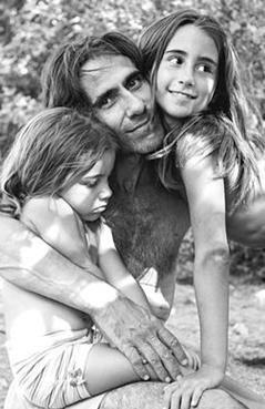 Perim Yakut ise Açıkalın'ın Melek Perim ile olan evliliğinden dünyaya geldi...   Kaynak: Hürriyet