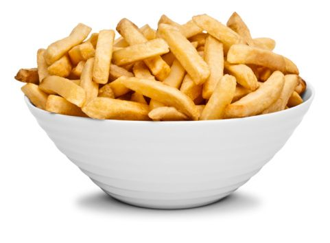 Dondurulmuş patates yerine patatesleri soyup zeytinyağı, kekik pul biber ile soslayıp fırınlayın. Yağlı fırın kağıdına soslanmış, dilim patatesleri yayıp önceden ısıtılmış fırında buharda pişirin.