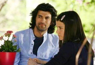 Ama yeni dizisi Fatmagül'ün Suçu Ne'deki bu görüntüsü eskisinden çok daha fazla beğenildi