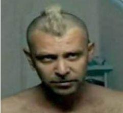 Behzat Ç. dizisi için saçını boyattı ve kestirdi İşler. Hatta bu karedeki haliyle Robert De Niro'nun Taksi Şoförü filminde canlandırdığı karaktere bile benzetildi.