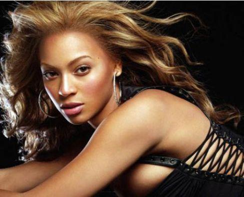 Beyonce aslında koyu renk saçlı siyahi bir kadın.