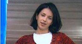 Burcu Esmersoy yıllar önce bir video klipte rol aldığında saçları koyu renkti.