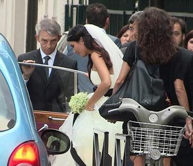 Tuba Büyüküstün ve Onur Saylak, Gönülçelen dizisinin setinde başlayan aşklarını nikah masasına taşıdı.