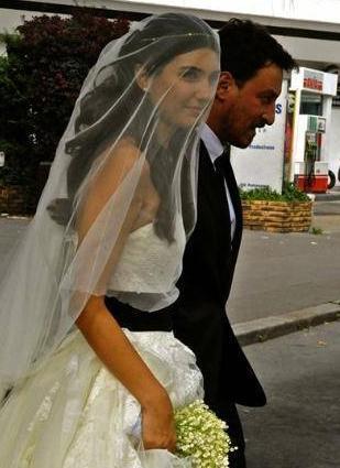 Çift, Paris'te evlendi. Büyüküstün ve Saylak'ın ikiz bebekleri olacak.