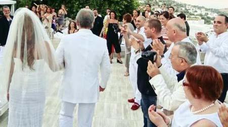 Yılın sürpriz nikahının kahramanları ise Ali Taran ile Ayşe Özyılmazel'di.