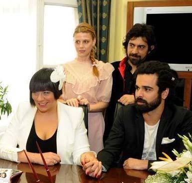 Çifti törende Okan Bayülgen ve eşi Şirin Ediger de yalnız bırakmadı.