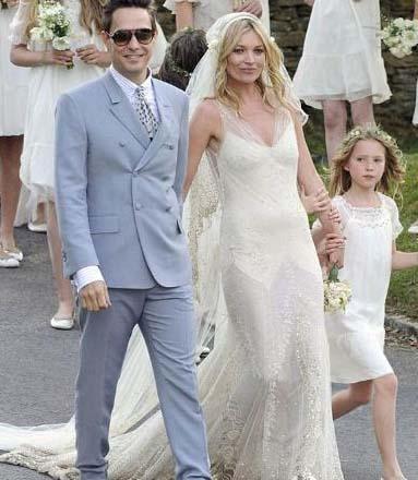 Müzisyen sevgilisi Jamie Hince ile dillere destan bir düğünle evlendi Moss. Nemidelerinden biri de 10 yaşındaki kızı Lİla Grace'ti.