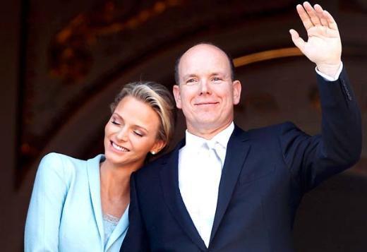 Moss'un İngiltere'de evlendiği gün Monako'da da gerçek bir kraliyet düğünü vardı.