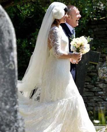 Allen törende Chanel modaevi için Delphine Manivet'nin tasarladığı bir gelinlik giydi.