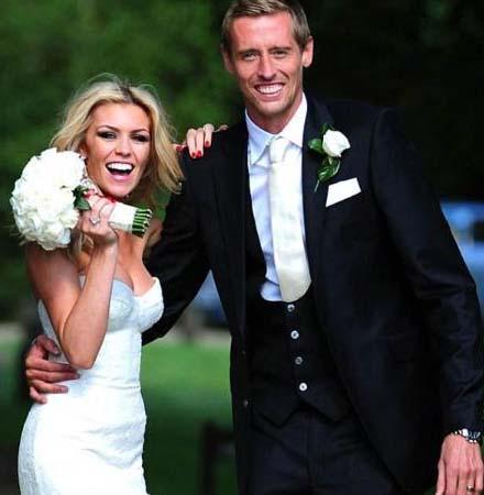Futbol yıldızı Peter Crouch ile uzatmalı nişanlısı Abbey Clancy sonunda muratlarına erdi.