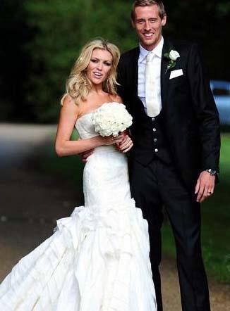 Ünlü çiftin düğün fotoğrafları dünya medyasında geniş yer buldu.