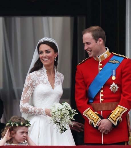 Düğünden sonra Middleton Cambridge Düşesi, Prens William da Cambridge Dükü unvanını aldı.   (Hürriyet)