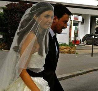 Çiftin nikahına sadece aileleri ve yakın dostları katıldı.
