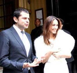 Özdemir, Türk sinemasının unutulmaz yıldızlarından Gülşen Bubikoğlu ile yapımcı Türker İnanoğlu'nun kızı Zeynep ile hayatını birleştirdi.