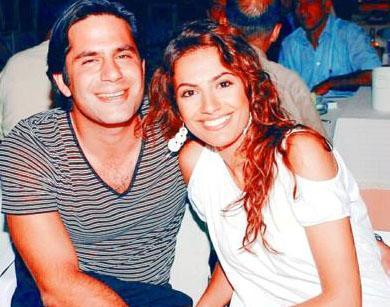 Ak ilk eşinden boşandıktan sonra, İzmir`in Endonezya Fahri Konsolosu Nalan Rimer`in oğlu işadamı Osman Rimer`le tanışmıştı.