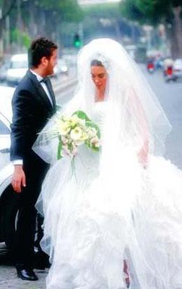 Seren Serengil ve Musa Aytun İnternette chat yaparken tanışan 2006'da Roma'nın Türkiye Büyükelçiliği`nde sade bir törenle evlendi.