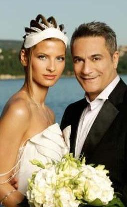 Ünlü şovmen Mehmet Ali Erbil ile Tuğba Coşkun da Roma Büyükelçiliği'nde evlendi.