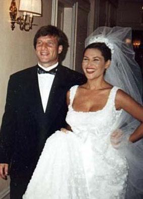 Çift 1997 yılında Paris'te Türkiye Büyükelçiliği'nde evlendi.