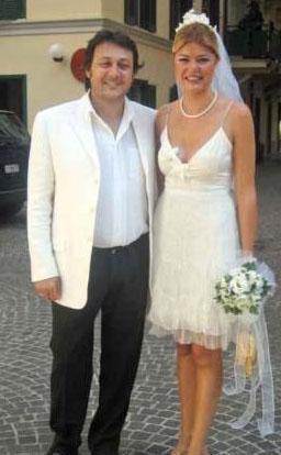 Oyuncu Şebnem Özinal ile gece kulübü işletmecisi Şefik Öztek de evlenmek için Roma Büyükelçiliği'ni seçti.