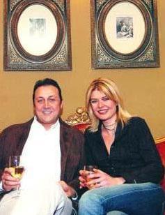 Çiftin nikah şahitliklerini Ziya Kürküt ile eşi Hande yaptı.