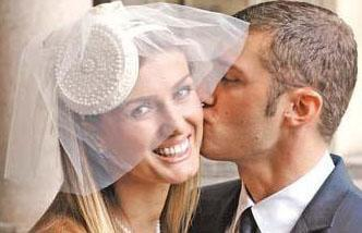 Ünlü manken Tuğba Özay, Mario Ludovic ile İtalya'nın Milano kentinde evlendi.