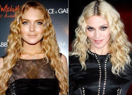 Lindsay Lohan bu karede Madonna'nın ikizi gibi duruyor.