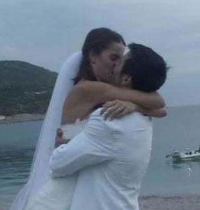 Manken ve oyuncu Tuğçe Kazaz'ın Yunan aktör Yorgos Seitaridis ile evliliği olay olmuştu.