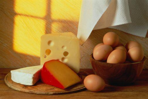 Biotin  Yumurta sarısı, karnabahar, peynir ve yerfıstığı biotin kaynaklarından.