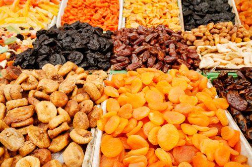 Bakır  Deniz ürünleri, patates, karaciğer, kuru baklagiller, kakao, kayısı, kuru meyveler, tam tahıllar ve yağlı tohumlar bakırın iyi kaynakları.