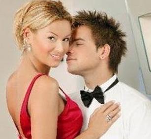Altuğ gerçek hayatta Yağmur Atacan ile evli.