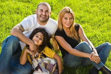 Sezer gerçek hayatta Esra Hanım ile evli.