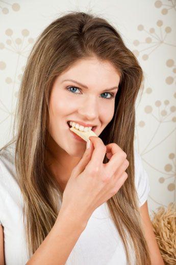 """2. Özellikle """" karbonhidrat içermediği"""" ibaresinin özellikle belirtilmediği diyet ürünlerinden kaçının. Böyle ürünler, yağ oranı düşük diyetler için uygundur ve karbonhidrat miktarları kontrol edilmemiştir."""