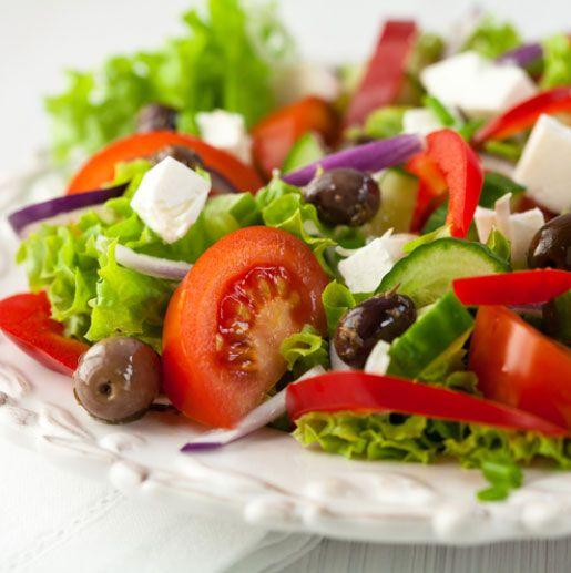 5. Salata çeşiteleri ve meze çeşitleri olarak hazırlanmış yiyecekleri yemekten kaçının. Örneğin; lahana veya ton balığı salatasını bile şekerle hazırlamış olabilirler.  Kaynak: Milliyet