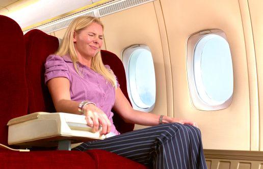 Uçuş fobisiniz varsa uygun ilacı kullanın:  Uçuş korkusu olanların genellikle başka fobileri de mevcuttur. Mutlaka önceden hekiminizle konuşarak bazı sakinleştirici ilaçları kullanabilirsiniz.