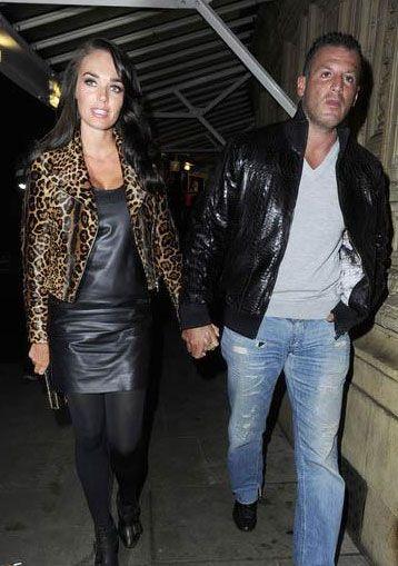 Tamara Ecclestone, şu sıralar Milyar Dolarlık Kız adlı bir TV şovu için kamera karşısına geçiyor.   Bir süredir Omar Khyami ile flört eden Ecclestone sevgiliden yana da şanslı. 37 yaşındaki Khyami, Ecclestone'a milyarlık bir Ferrari araba hediye etmişti.