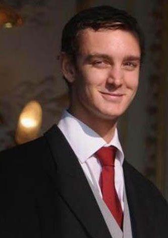 Andrea'nın küçük kardeşi Pierre de özellikle soylu aileler için gözde damat adaylarından.