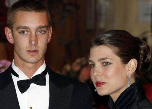 Pierre İtalya'nın Milano kentinde okurken sadece genç kızlar değil magazin basını da onun peşini bırakmadı. Bu üç kardeşin dahil olduğu Grimaldi ailesinin serveti 1 milyar doların üzerinde.